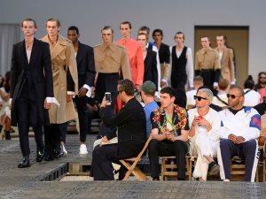 شاهد تصميمات Alexander McQueen بمجموعة ربيع 2019 للملابس الرجالية