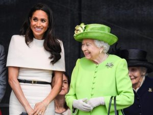 العائلة المالكة تستعد للاحتفال بالكريسماس ببطاقات دعوى ممهورة بصور عائلية