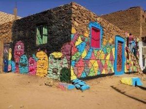 فريق شبابى يرسم جرافيتى يزين المنازل والبيوت ويعطى الأمل لسكانها