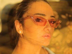 راندا البحيرى فى جلسة تصوير جديدة بالكاجوال
